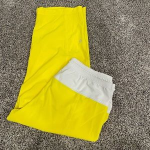 lululemon step lively crop yellow and white size 6